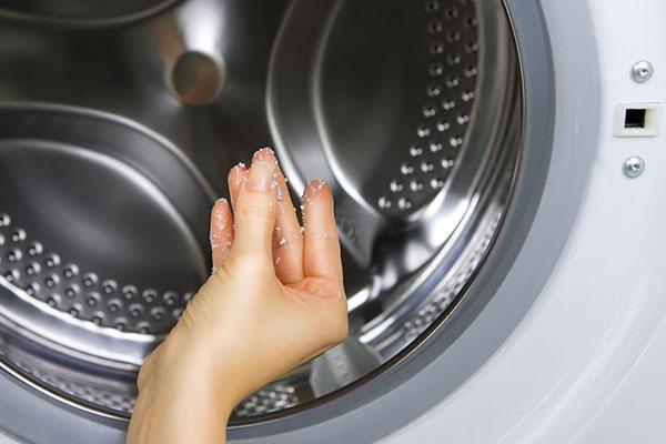 come tenere pulita la lavatrice
